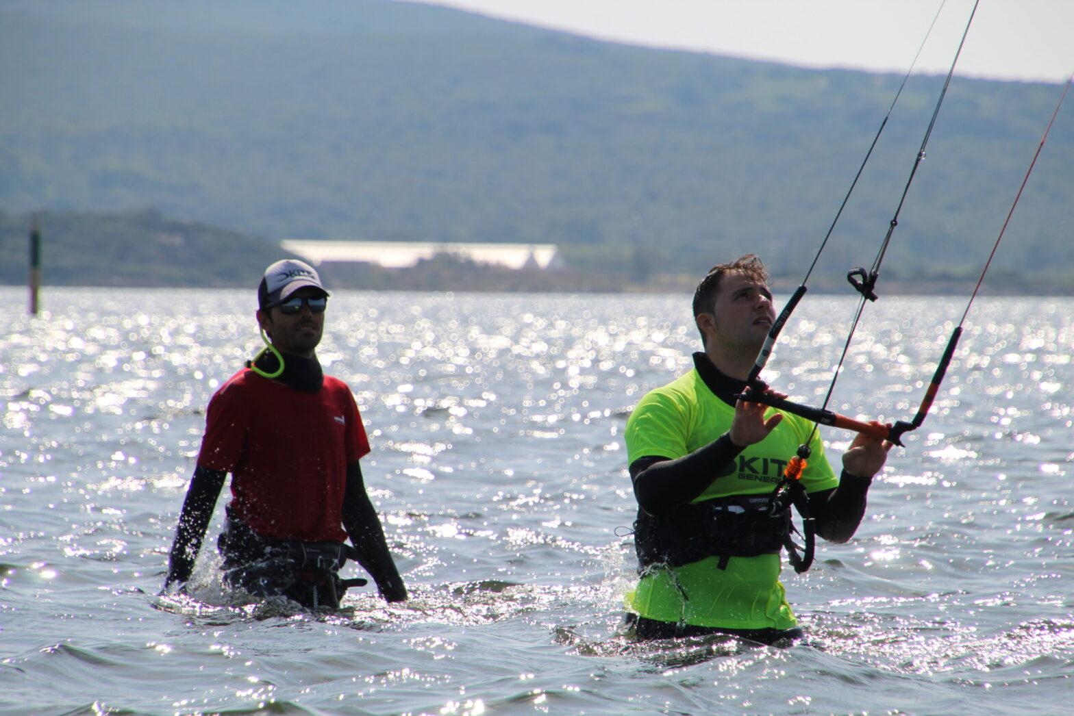 Lezioni di kitesurf a Punta Trettu in Sardegna, il miglior kite spot della Sardegna con acqua piatta e bassa