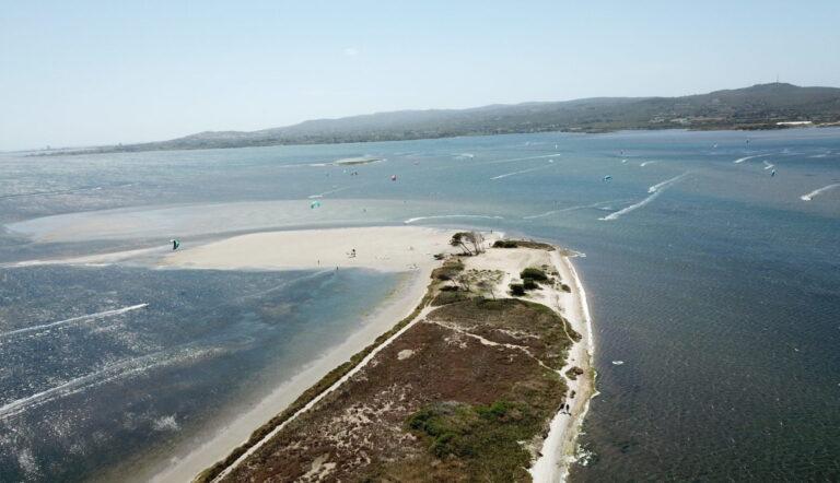 Punta Trettu Kitesurf Sardegna, il miglior kite spot con acqua piatta