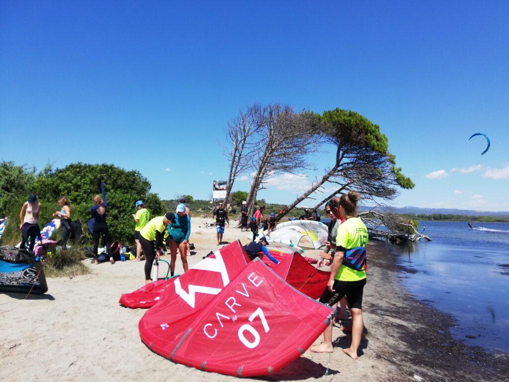 La spiaggia di Punta Trettu in Sardegna, il paradiso del kitesurf